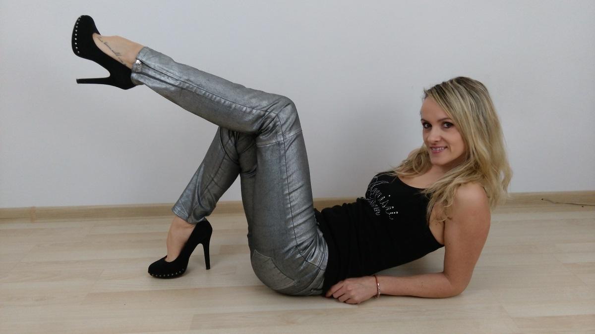 samytrading-ann-sexy-poses1