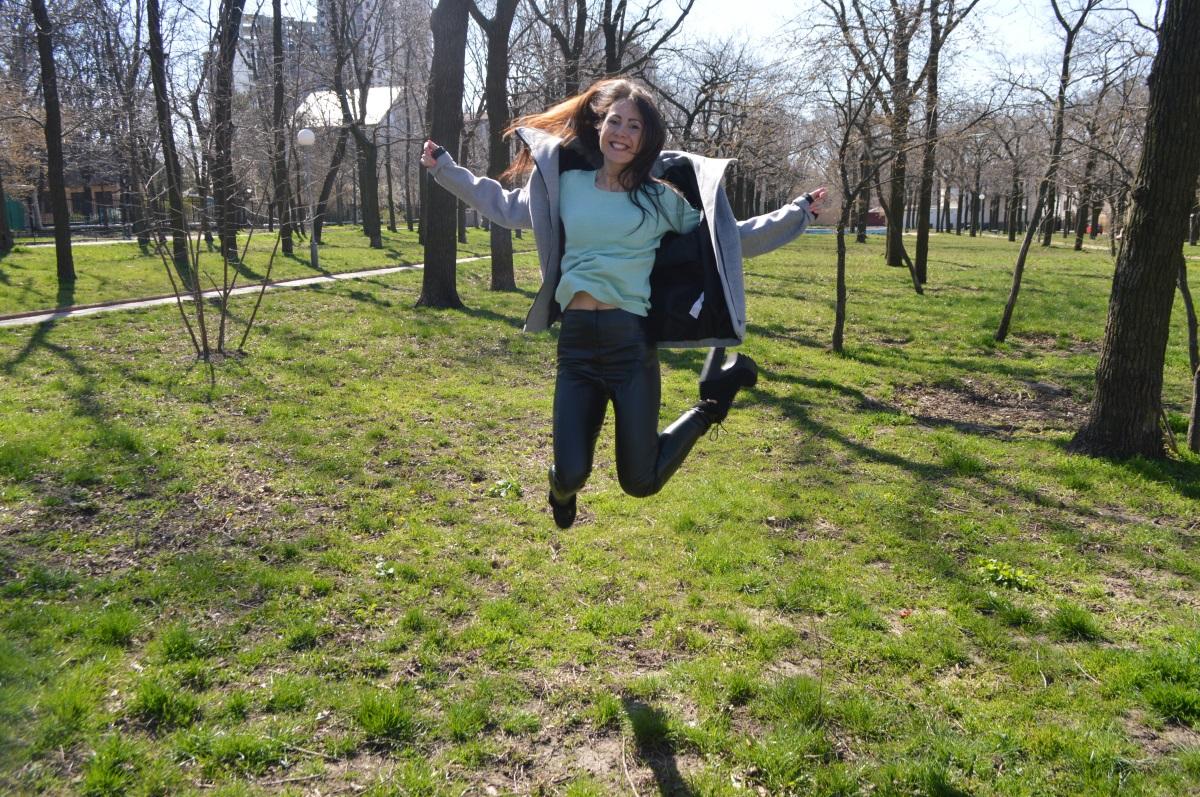 lisonik-girlsjump-for-samytrading
